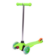 Children's Tri Scooter WORKER Lucerino with Light-Up Wheels - Green